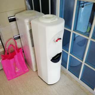 Hot and Cold Water Cooler / Dispenser