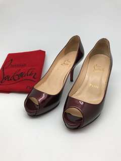 Pre❤Christian Louboutin patent leather heel size 35 comes with dust bag, insole:21.5cm , heel: 70mm, flatform: 1cm
