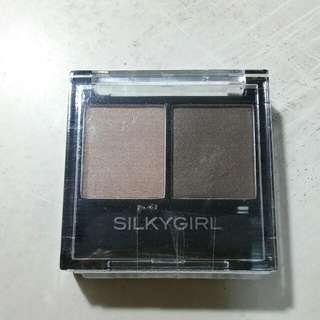 BNIP Silkygirl duo eyeshadow palette