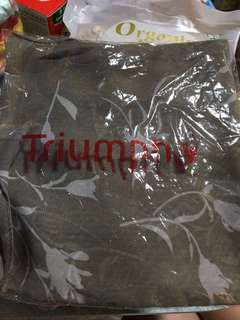 Triumph絲巾