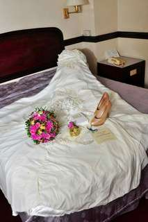 Wedding Gown w/ complete accessories