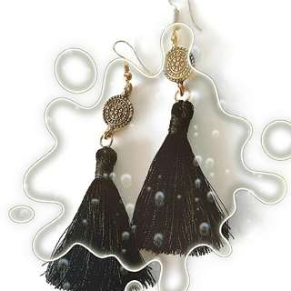 Trendy tassels in Black