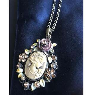 BN Victorian style necklace and ring