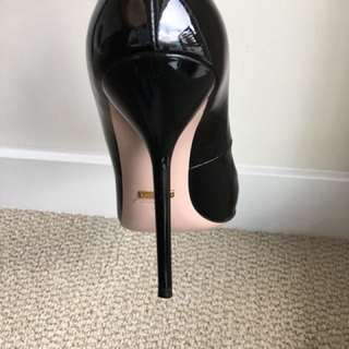 Gucci heels in excellent condition- looks new