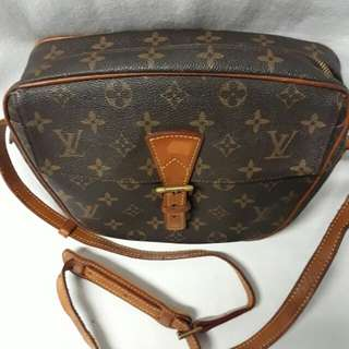 Louise vuitton sling bag