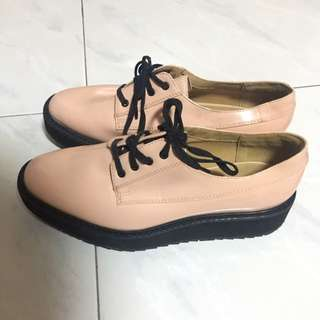 Pink lace platform shoe Charles and keith