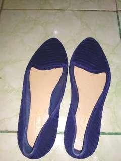 Sepatu bahan karet