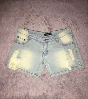 Ripped jeans hot pants