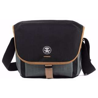 Crumpler Proper Roady 2.0 Camera Sling 4500 S / Black / Beige / Navy