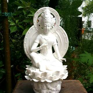 Poceline Statue