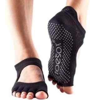 Toesox Half Toe Bellarina Grip Pilates Yoga Five Fingers Ankle Socks Size S Black