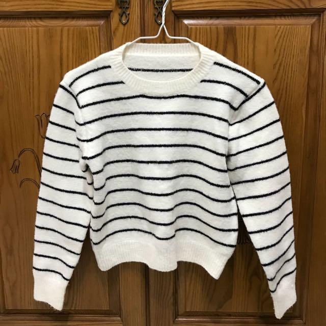 白底黑條紋短版毛衣