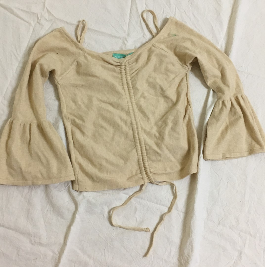 溫柔針織喇叭袖杏色短版上衣