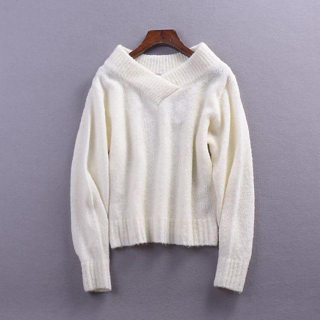寬領針織毛衣