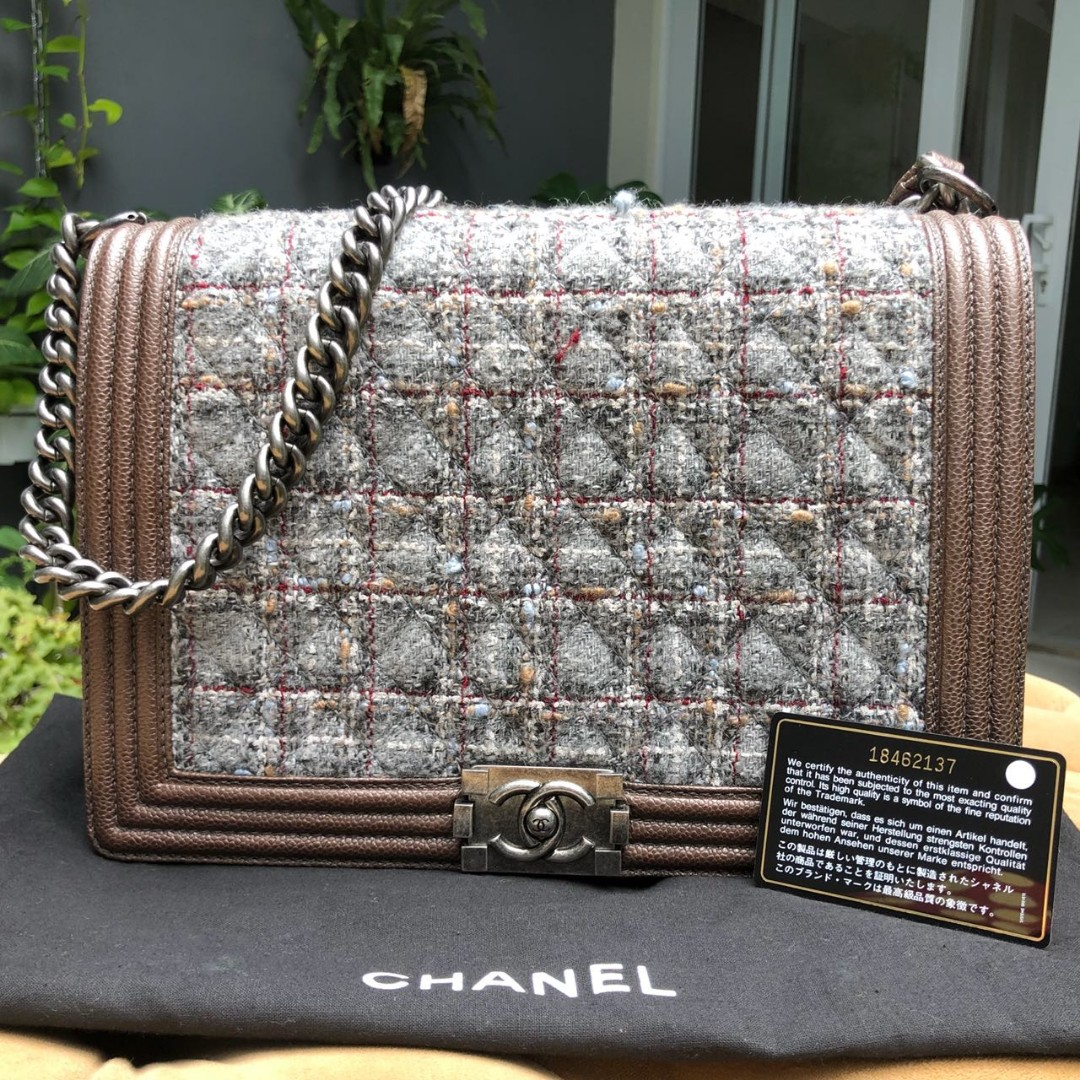 Authentic Chanel boy large tweed #18 | 30×20×8 cm Comes with card and dust bag