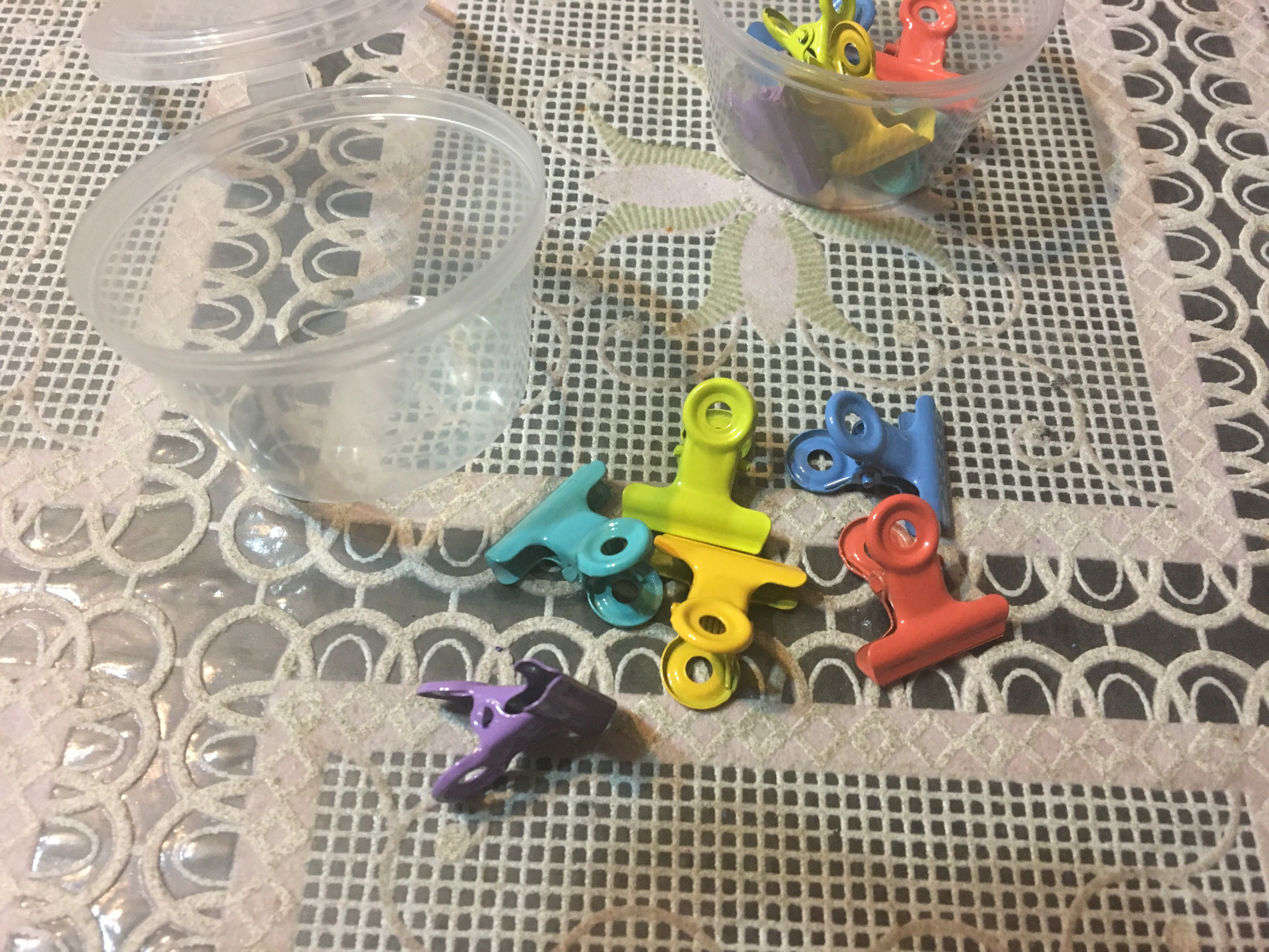 Brand New 6pcs of Mini Paperclips