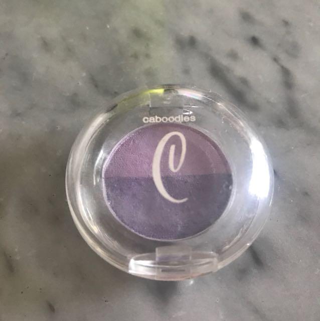 Caboodles eyeshadow ungu