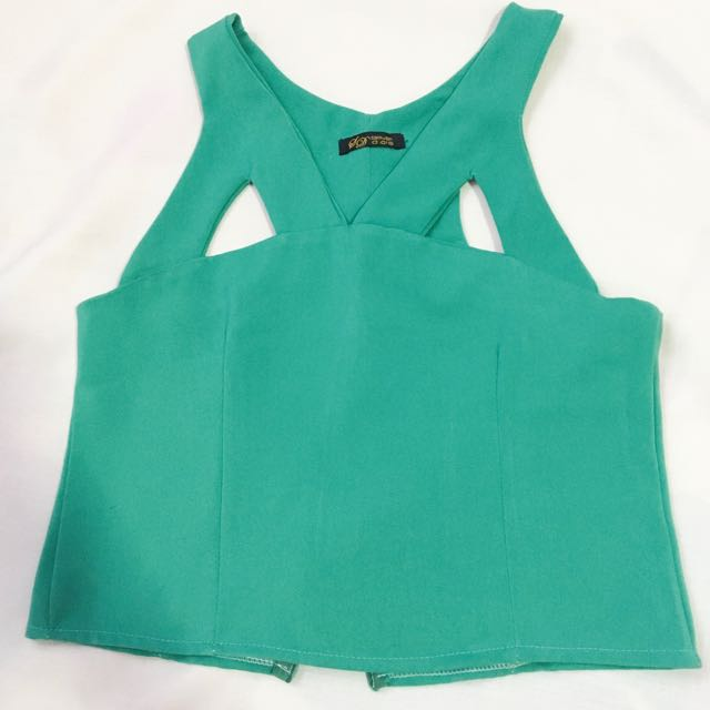 FREE SHIPPING! Mid Crop Sleeveless Top