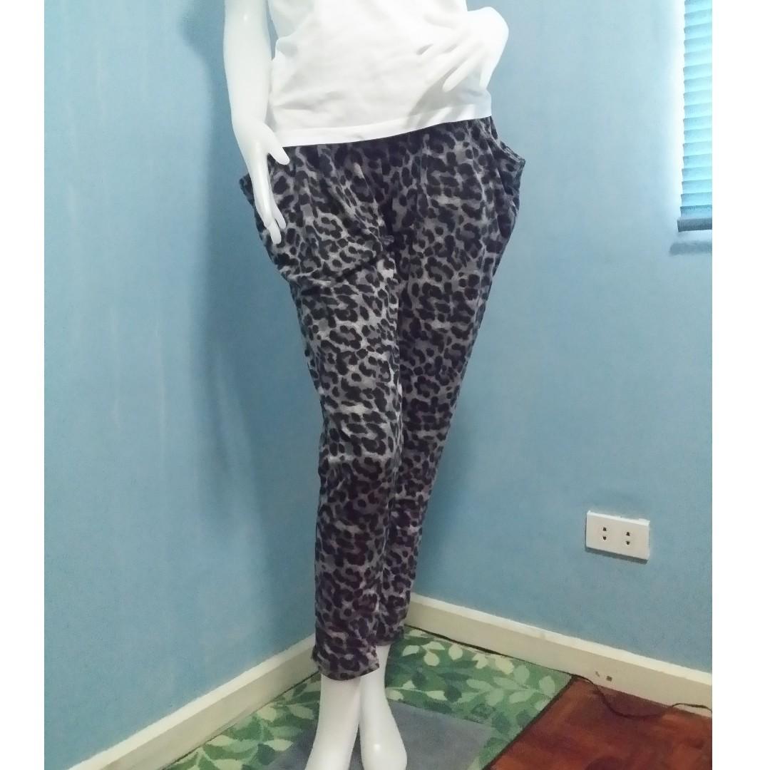 eebb13833365f Leopard Print Harem Pants, Women's Fashion, Clothes, Pants, Jeans ...