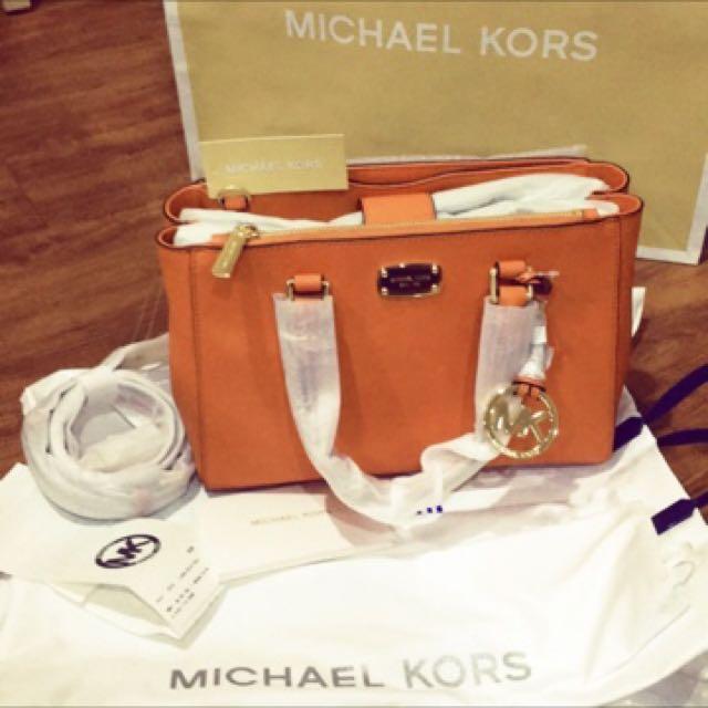 MICHAEL KORS春夏流行必敗款-橘金包(附防塵袋)可議價、有使用痕跡