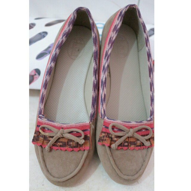 Must go! Sepatu lucu d.a.t size 38 dan dapat bonus flat shoes pink suede
