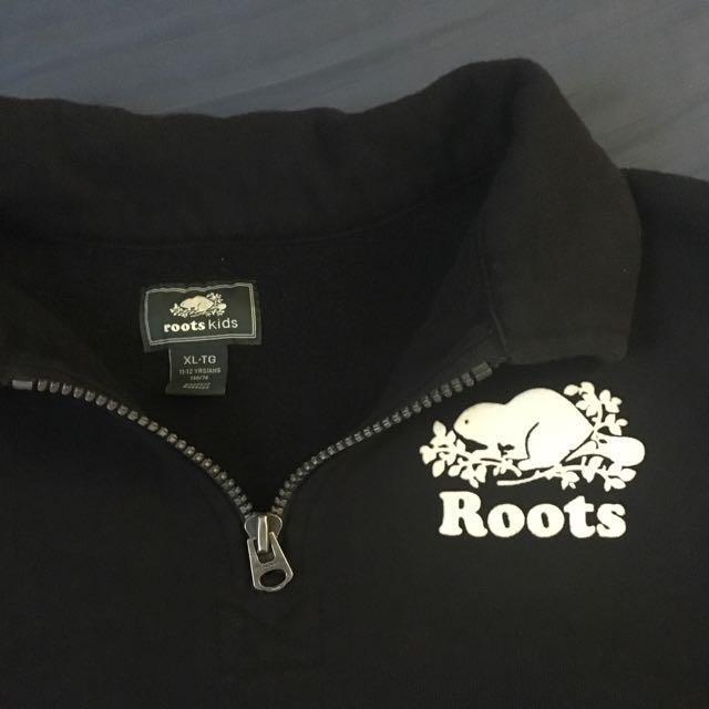 Roots black quarter zip