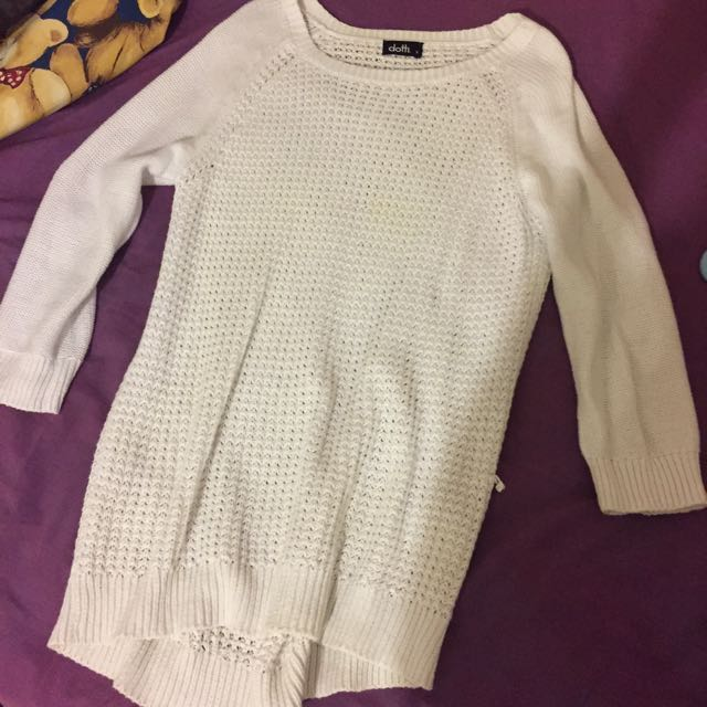 White 3/4 sleeve knit sweater