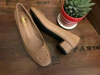 Tory inspired closed shoes