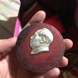 歷史性毛主席扣針 ($388 一個)