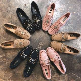 2018 new women's spring Korean version of the wild diamond rivets square shoes, a single flat female peas shoes