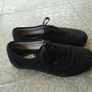 Sepatu vans authentic black original