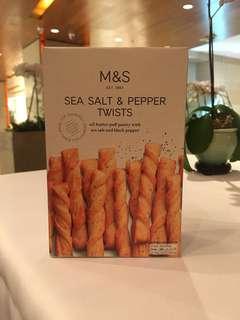 全新 100% New M&S 瑪莎 Sea Salt and Pepper Twists 海鹽胡椒扭紋餅乾條
