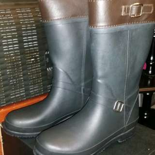 Nuovo女裝雪地防水長靴,size 23, 勁好狀態,屯門交收, 可以順丰到付。Nuovo Lady snow waterproof boots, size 23, trade in Tuen.Mun