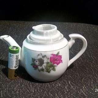 那些年。貼花功夫小茶壺一個。
