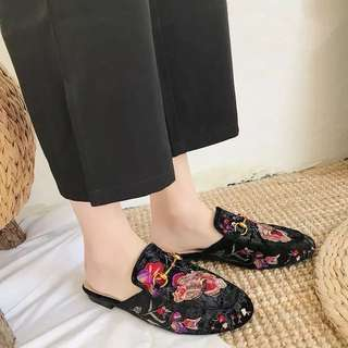 2018 spring new retro embroidered flowers horse rank buckle header flat half slippers