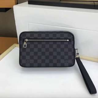 LV CLUTCH MEN
