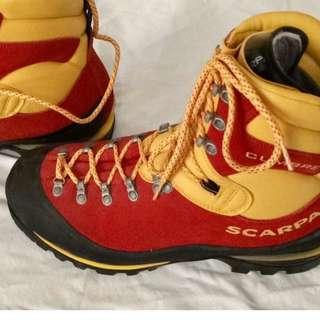 SCARPA CUMBRE Leather Mountaineering Boot, GTX #45 (Italian made)