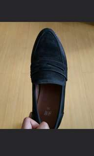 Black H&M Suede Loafers wt Chunky Heels.