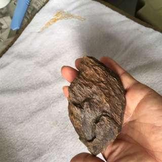 Agarwood 。泰国沉香。壳料有厚度。味道好。价格不高。