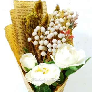 Dried flowers with artificial flowers hand bouquet