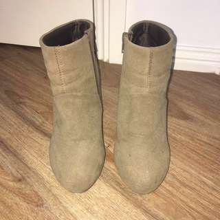 SUEDE WEDGE BOOTS!