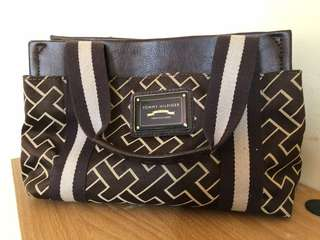 Tommy Hilfiger small purse (Authentic bought in Canada)