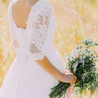 Wedding gown with sleeve