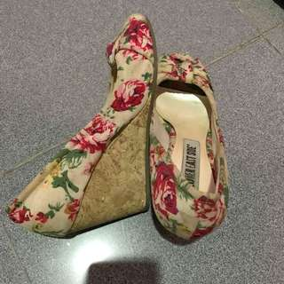 WEDGES FLORAL BY PAYLESS
