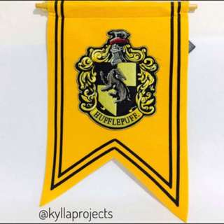 HARRY POTTER Hufflepuff - Gold Crest Banner (USJ, Japan)