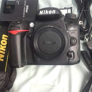 Nikon d7000 body with accesories FREE BAG
