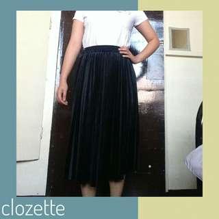 green velvet pleated skirt