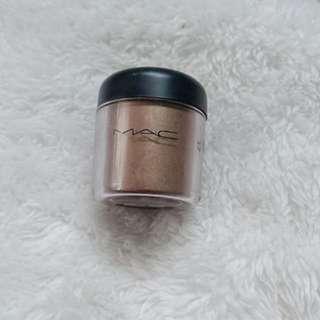 MAC powdered pigment eyeshadow