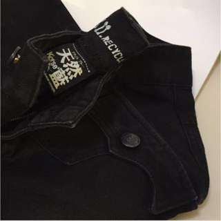 Very Nice Details Design and Material of Black Jeans