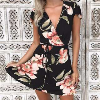 (INSTOCKS) Floral V Neck Abstract Dress!